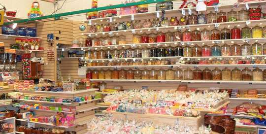 marche aux puces métropolitain montreal kiosque 690 691 confiserie