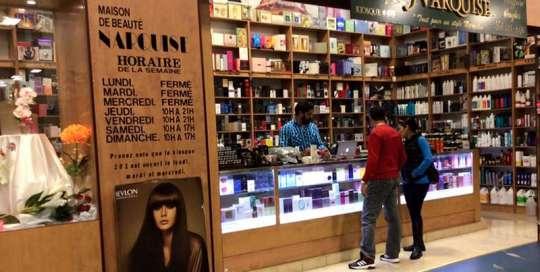 marche aux puces métropolitain montreal kiosque 979 parfums